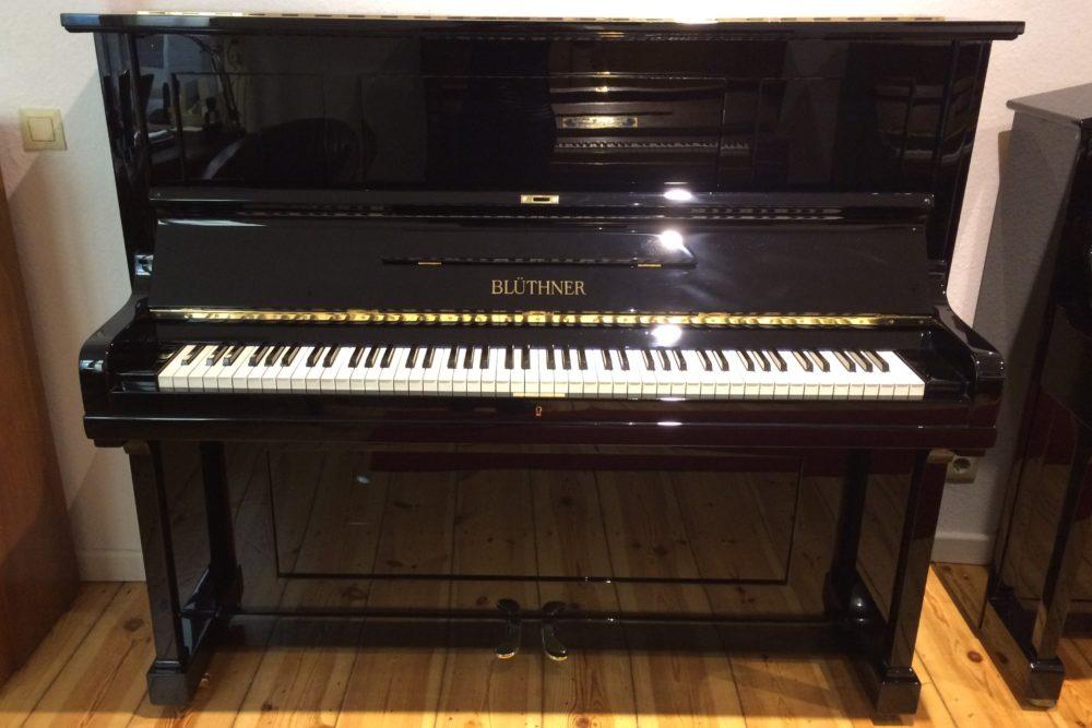 Blüthner Klavier schwarz Hochglanz