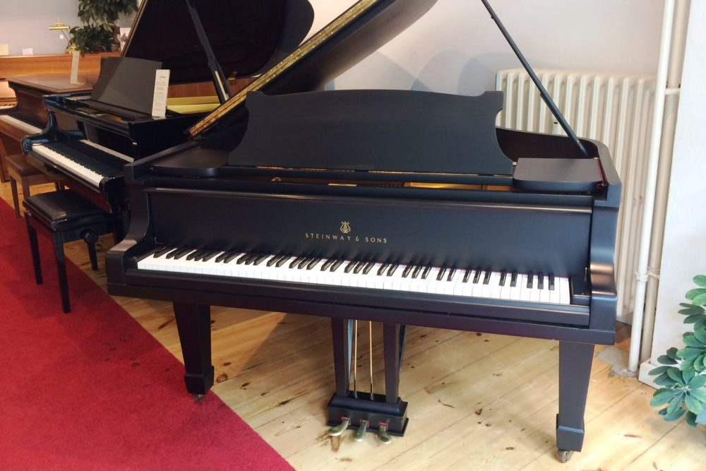 Steinway & Sons Grand piano Modell B 211