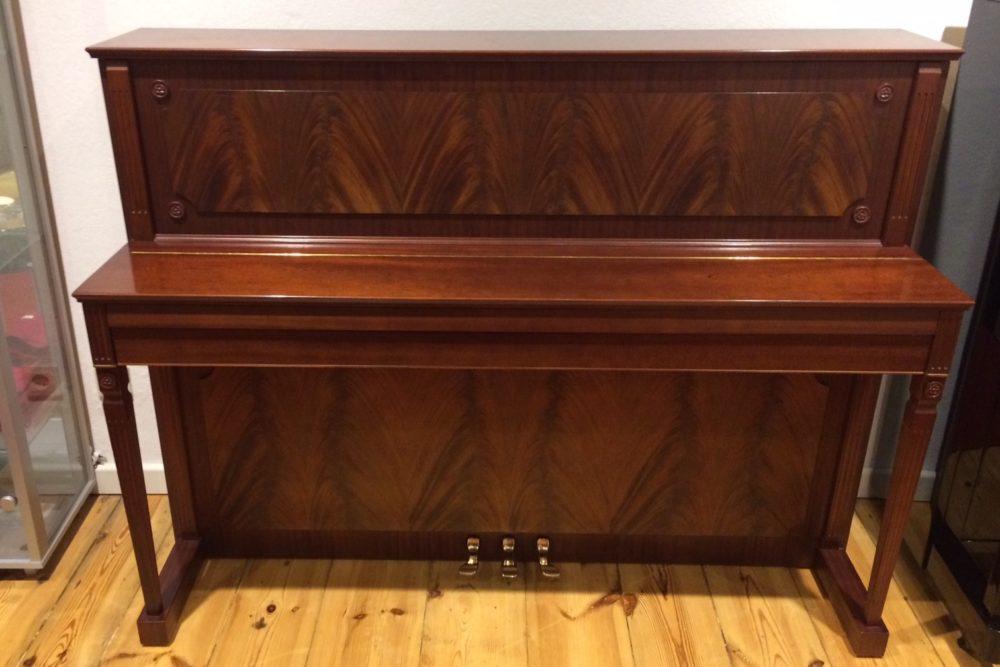 Schimmel Klavier Mahagoni