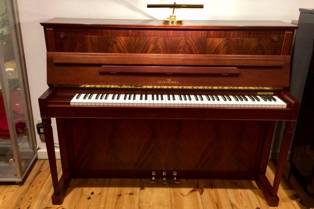 Schimmel Piano 112E