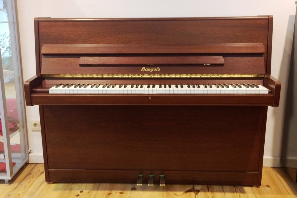 Haegele Klavier Mod. 112