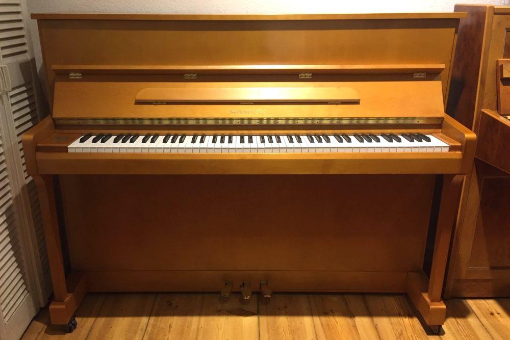 Samick Klavier, JS 115