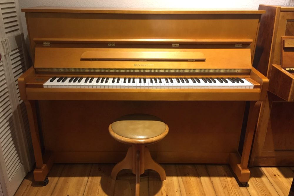 Samick Piano JS 115