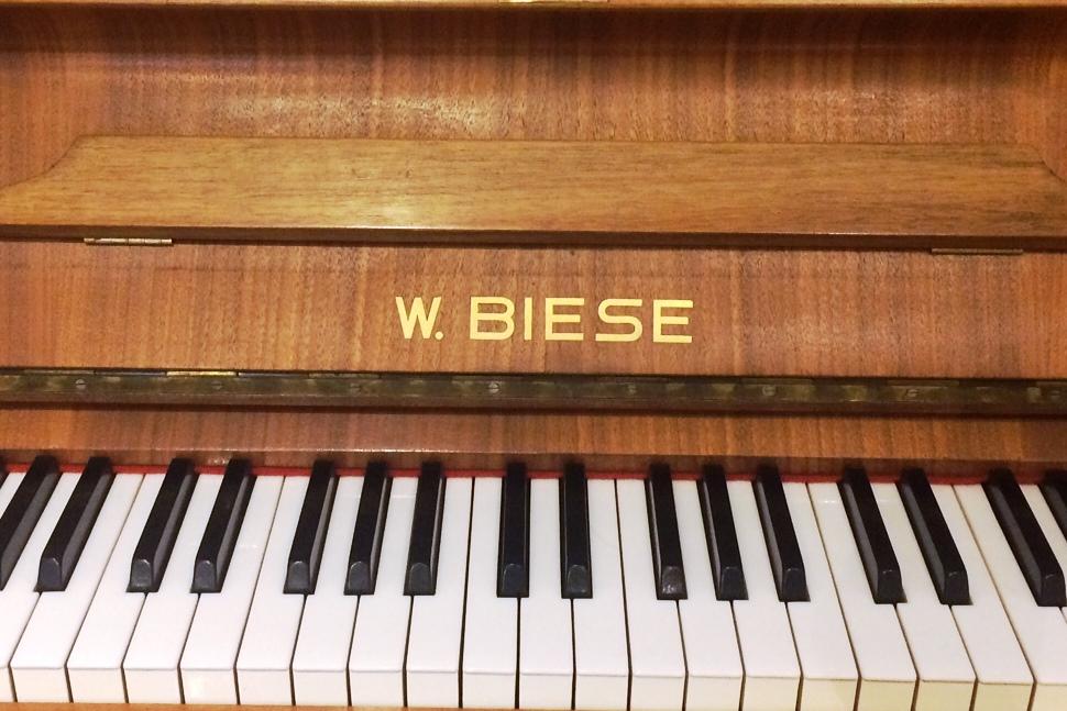 W. Biese Klaviertasten