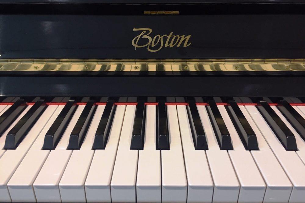 Boston by Steinway Klavier Tasten
