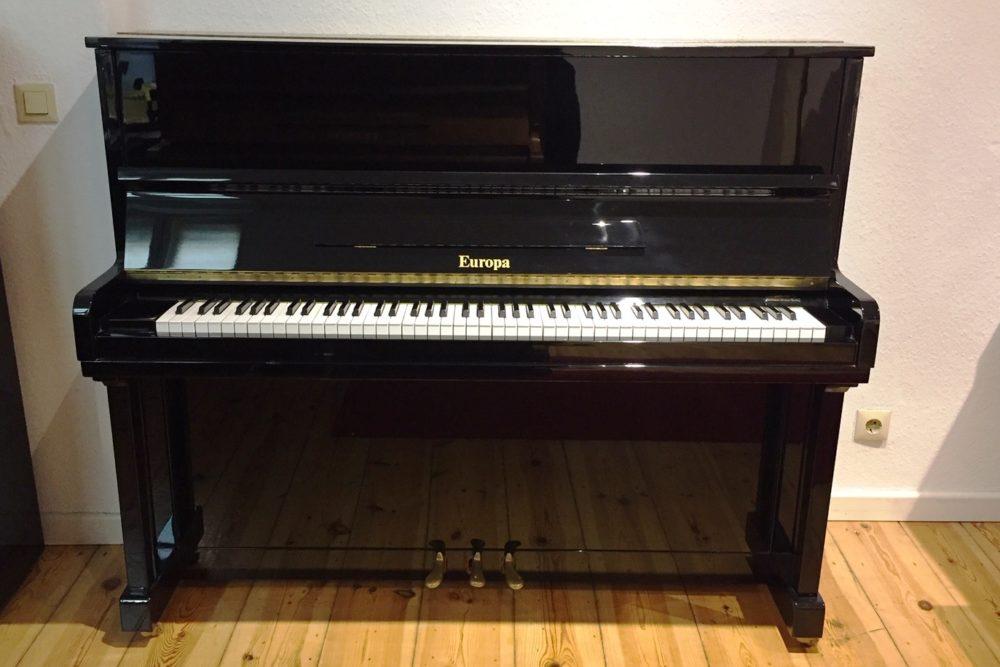Europa Klavier Modell 121
