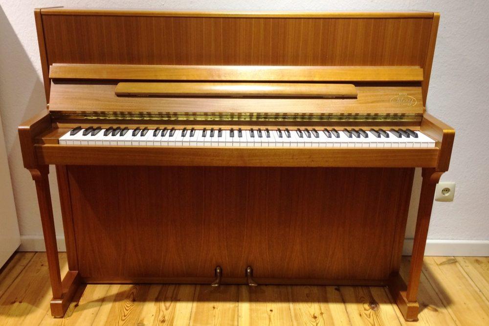 May Klavier by Schimmel