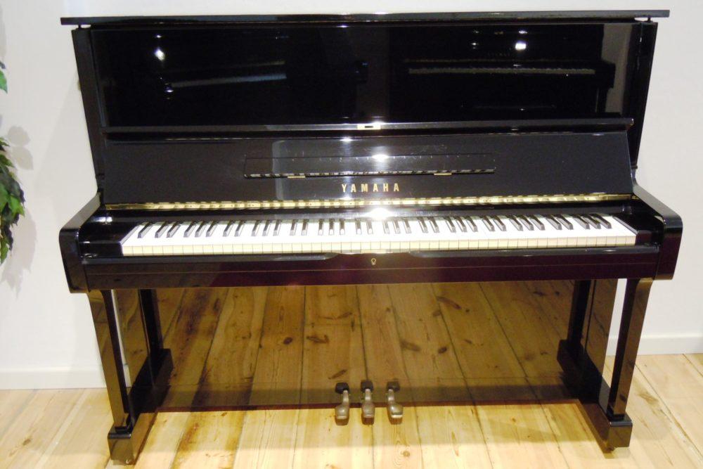 Yamaha U1 schwarz