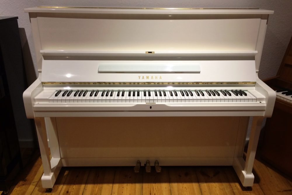 Yamaha U1 Klavier weiß poliert