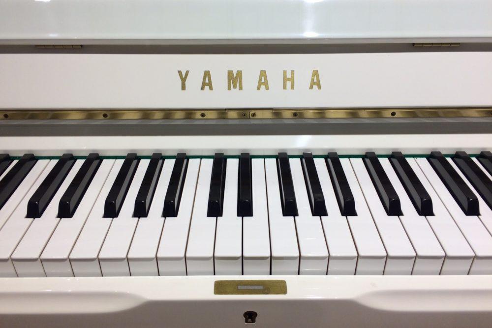 Yamaha U1 Piano weiß