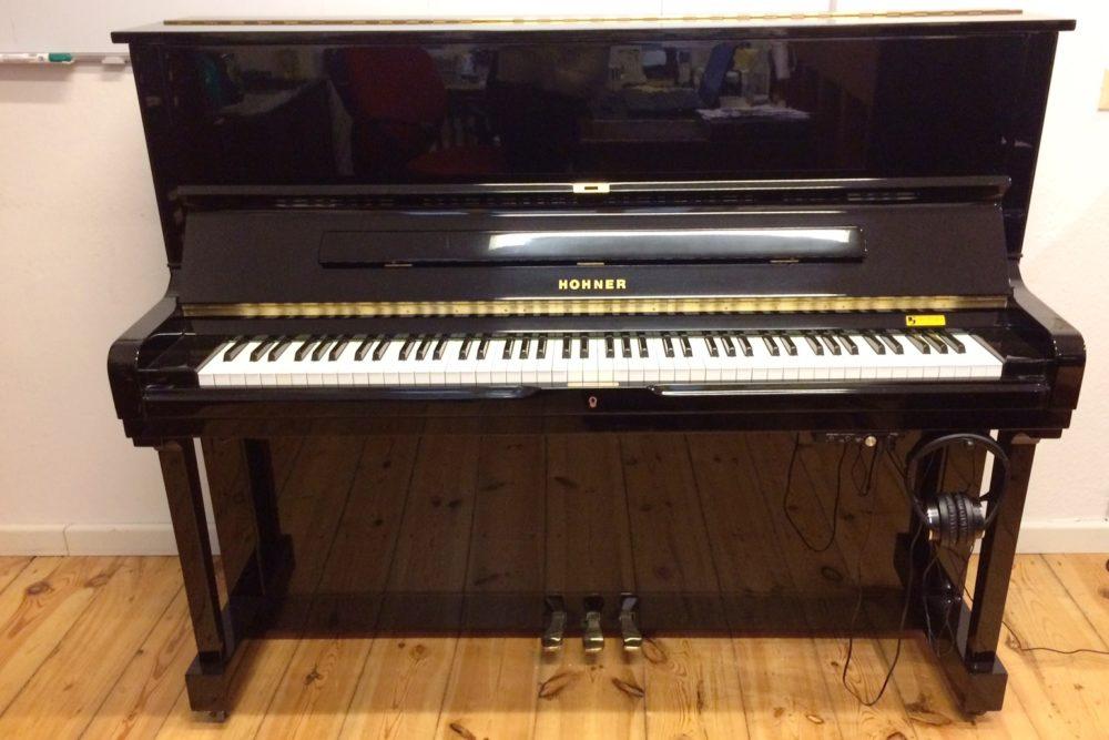 Hohner HP 122 Klavier mit Genio Essence Silentsystem