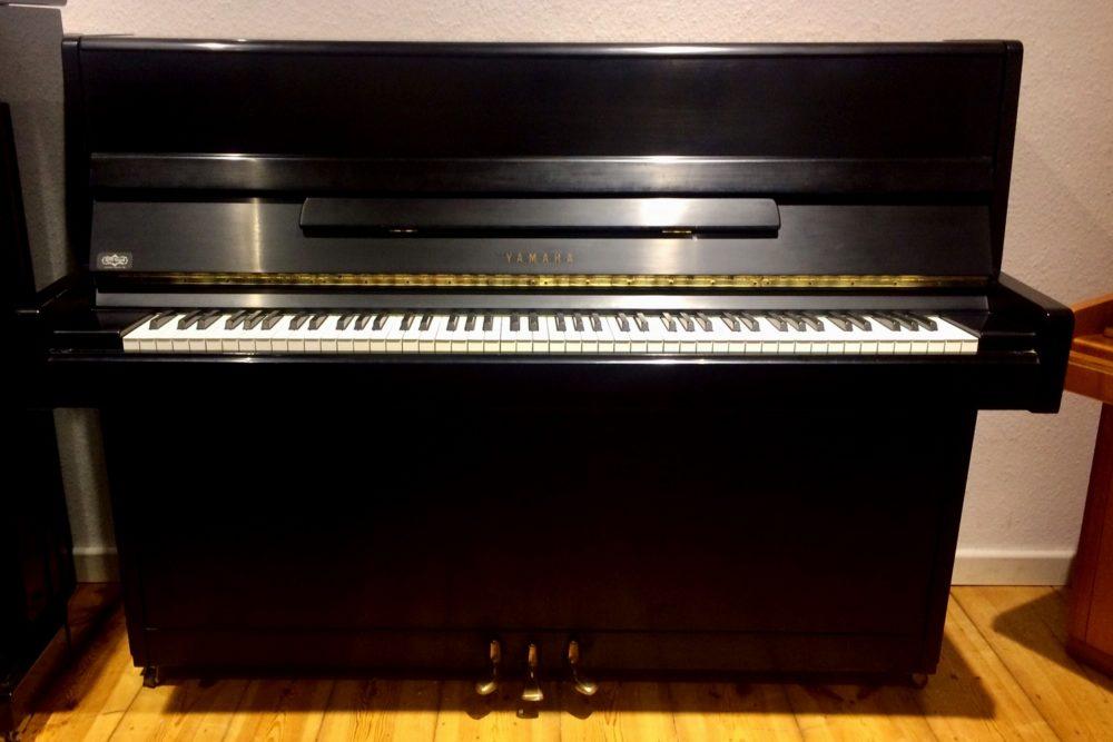 Yamaha Klavier Mod. 114 schwarz satiniert