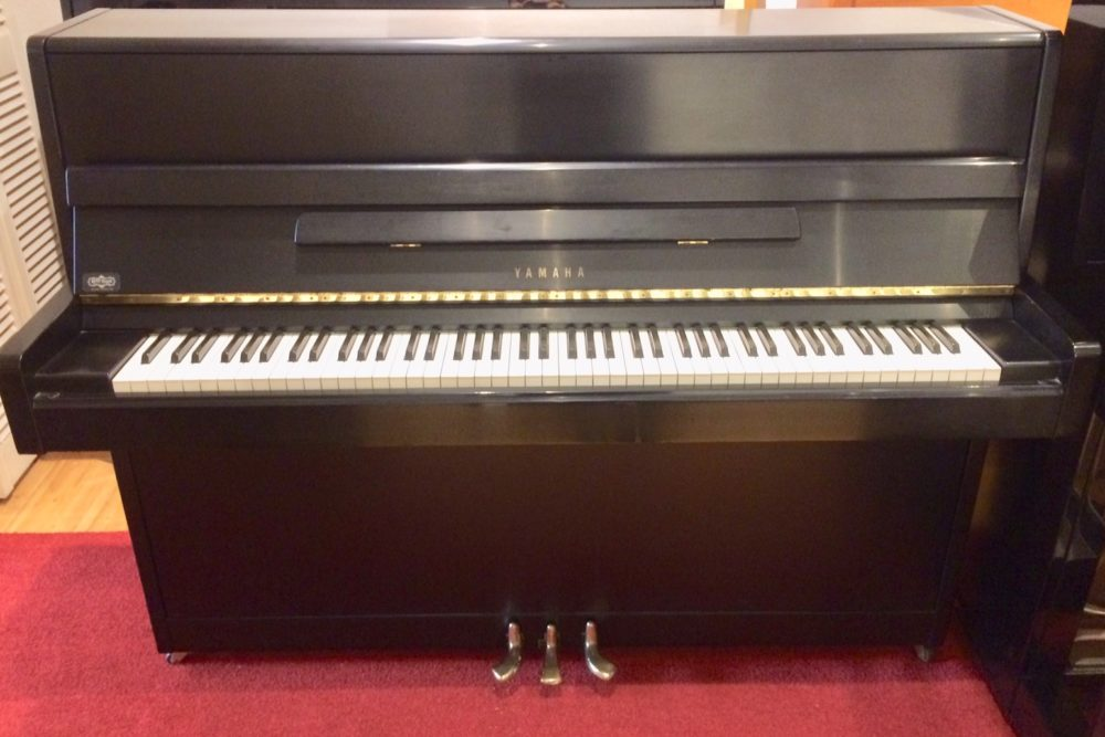 Yamaha Klavier Modell 114 schwarz matt