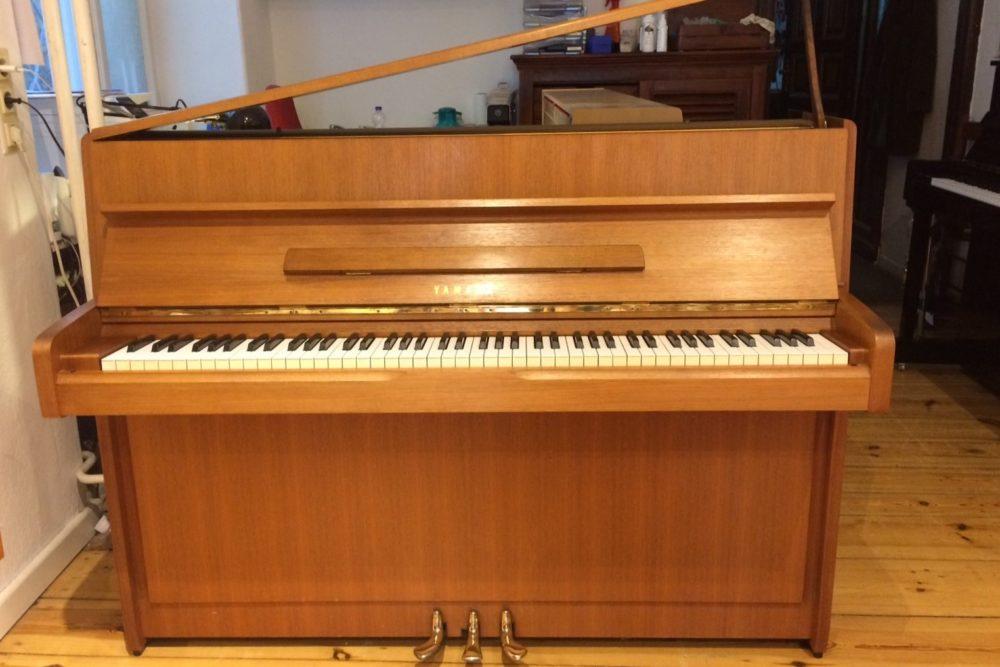 Yamaha Klavier Nussbaum
