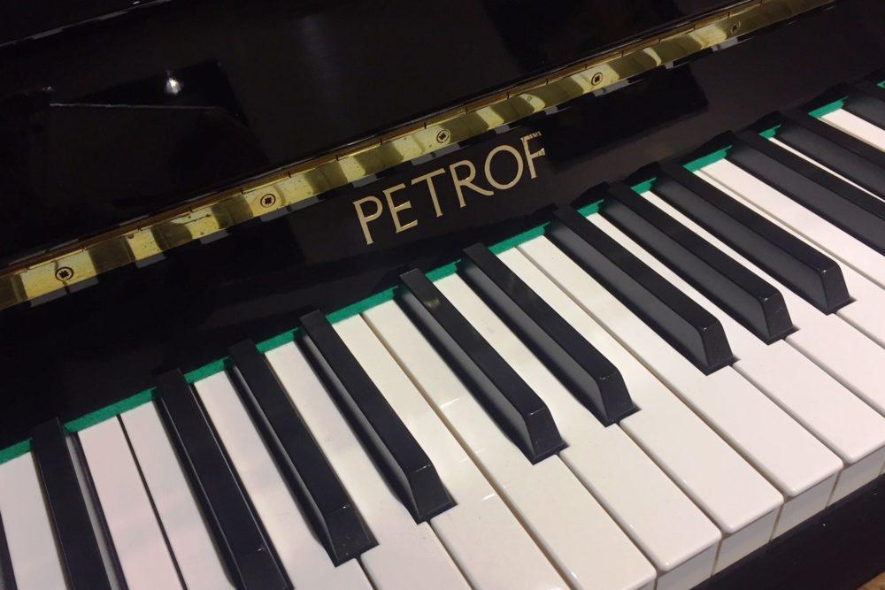 Petrof Klaviertasten