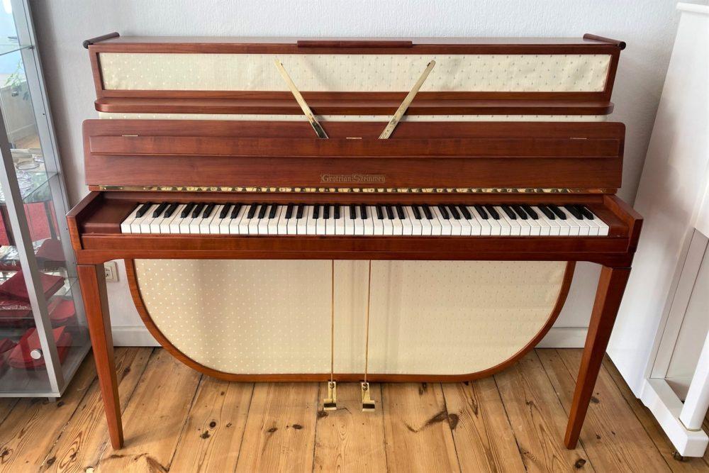 Grotrian Steinweg Klavier, Modell 110