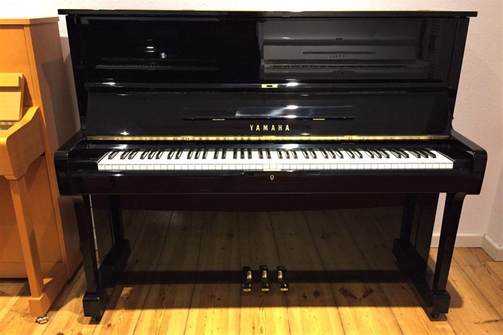 Yamaha-U1-Klavier