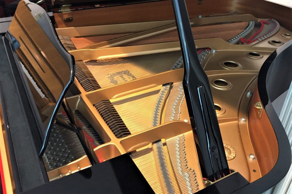 Yamaha-grand-piano-C6