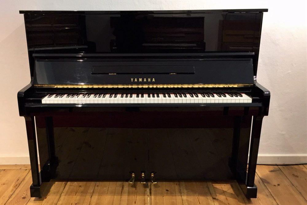 Yamaha-U10-BL-Klavier