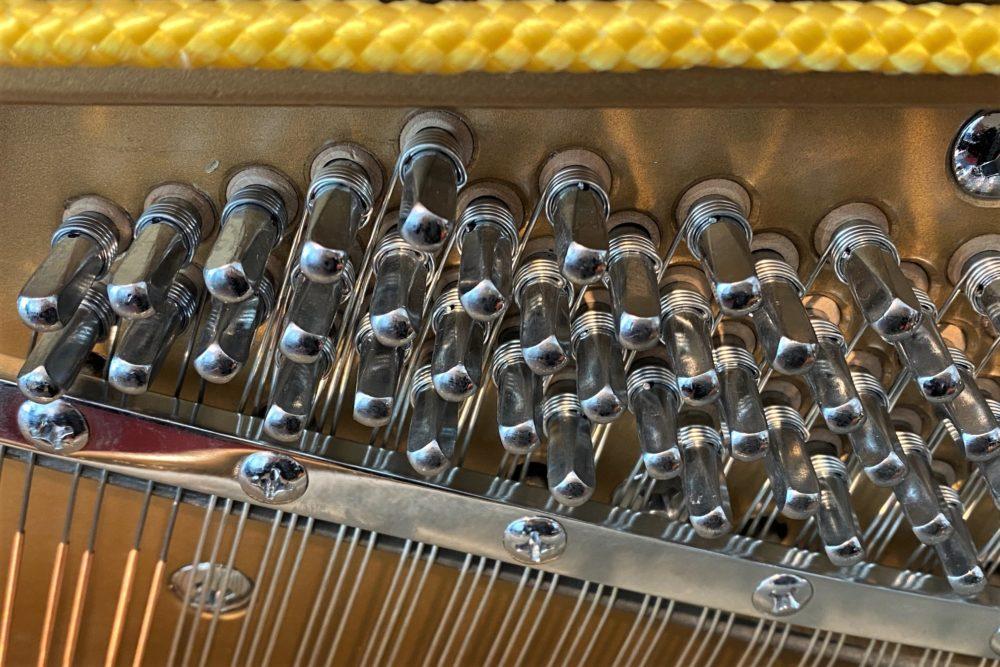 May-Berlin-Klavier Stimmwirbel