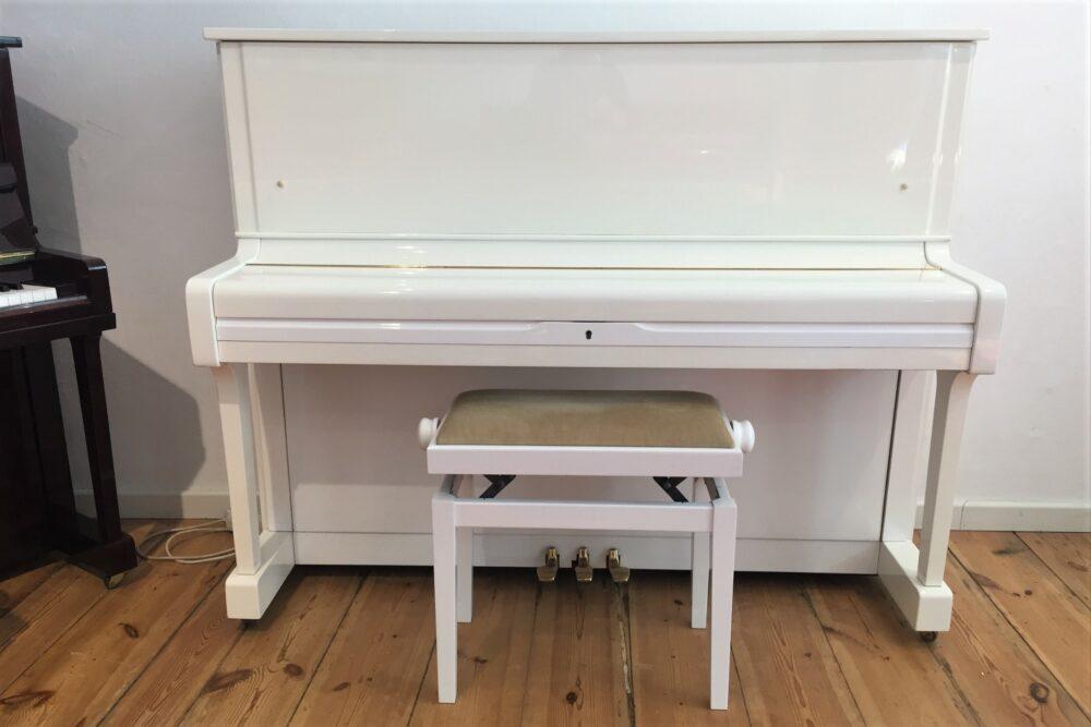 Yamaha-U1-Piano-weiß