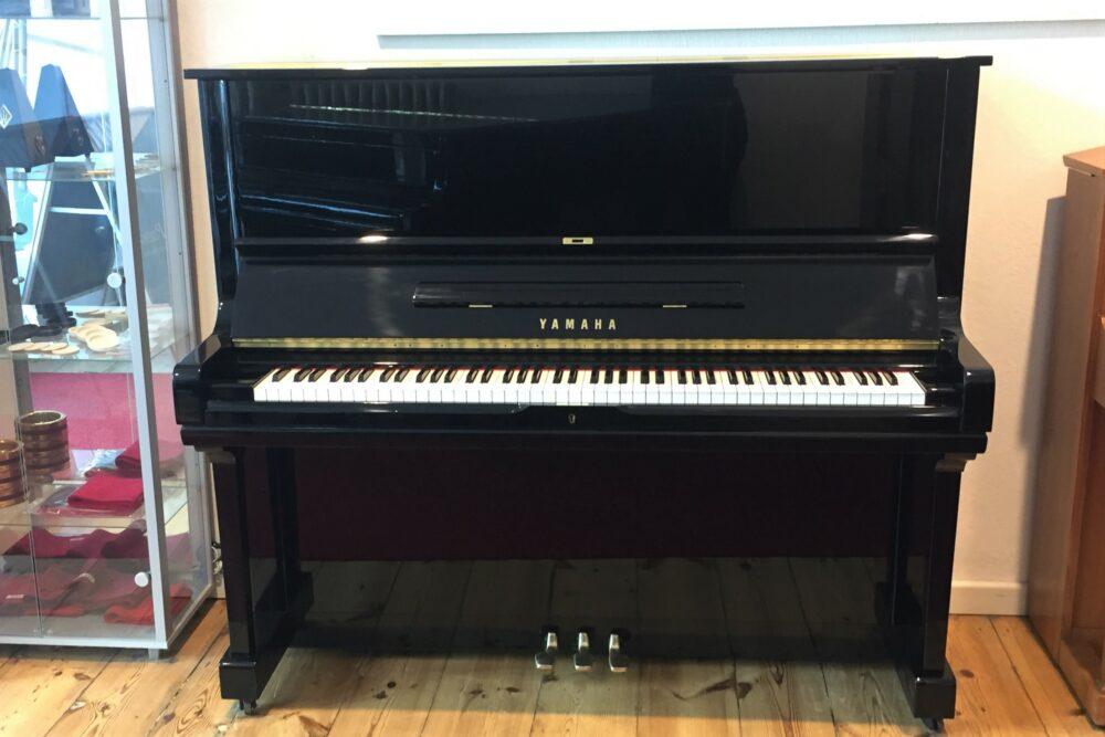Yamaha-U3-Klavier