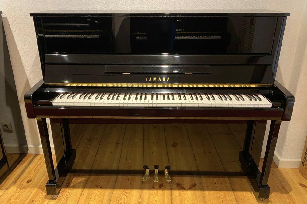 Yamaha-B3-Klavier